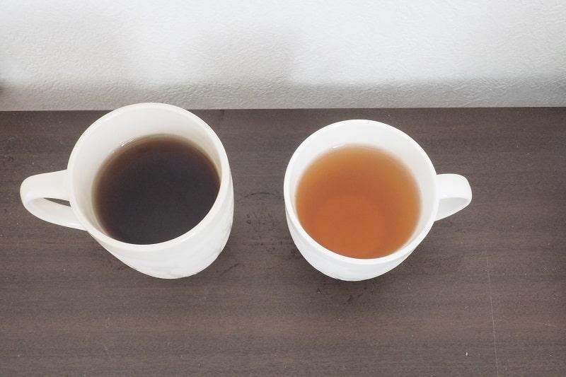 サントリーやさしい麦茶と伊藤園香り薫るむぎ茶を比較