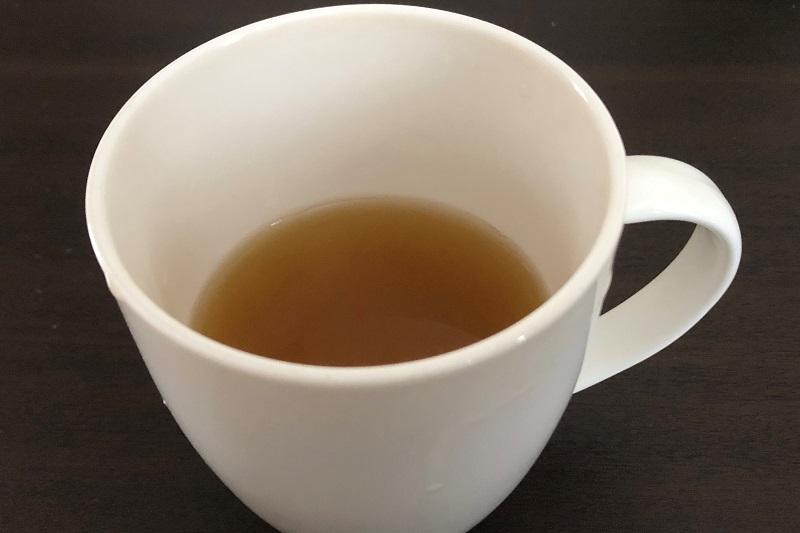 カップにいれた綾鷹特選茶
