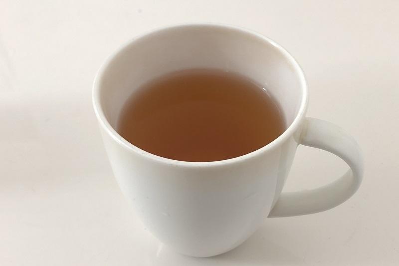 コップにいれた十六茶ジャスミン
