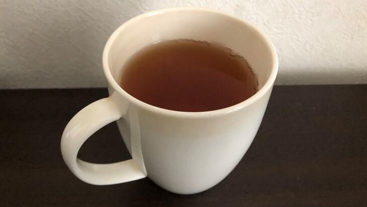 カップにいれたからだ巡茶